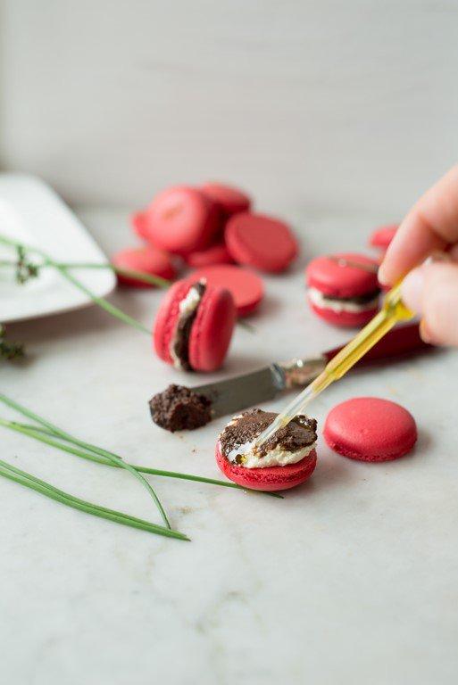 herzhafte-macarons-mit-tapenade-und-olivenol--macarons-a-la-tapenade-pour-laperitif-dsc25401-kopie