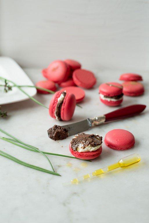 herzhafte-macarons-mit-tapenade-und-olivenol--macarons-a-la-tapenade-pour-laperitif-dsc25421-kopie