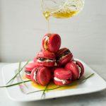 Herzhafte Macarons mit Tapenade und Olivenöl – Macarons à la tapenade pour l'apéritif