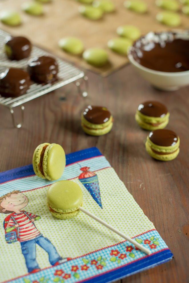 toffee-macarons--salzbutterkaramell-und-schokolade-macarons-michoko-dsc9127-kopie