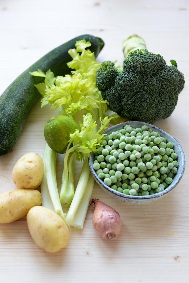 gesunde-grune-suppe-zutaten-gemuse-suppe