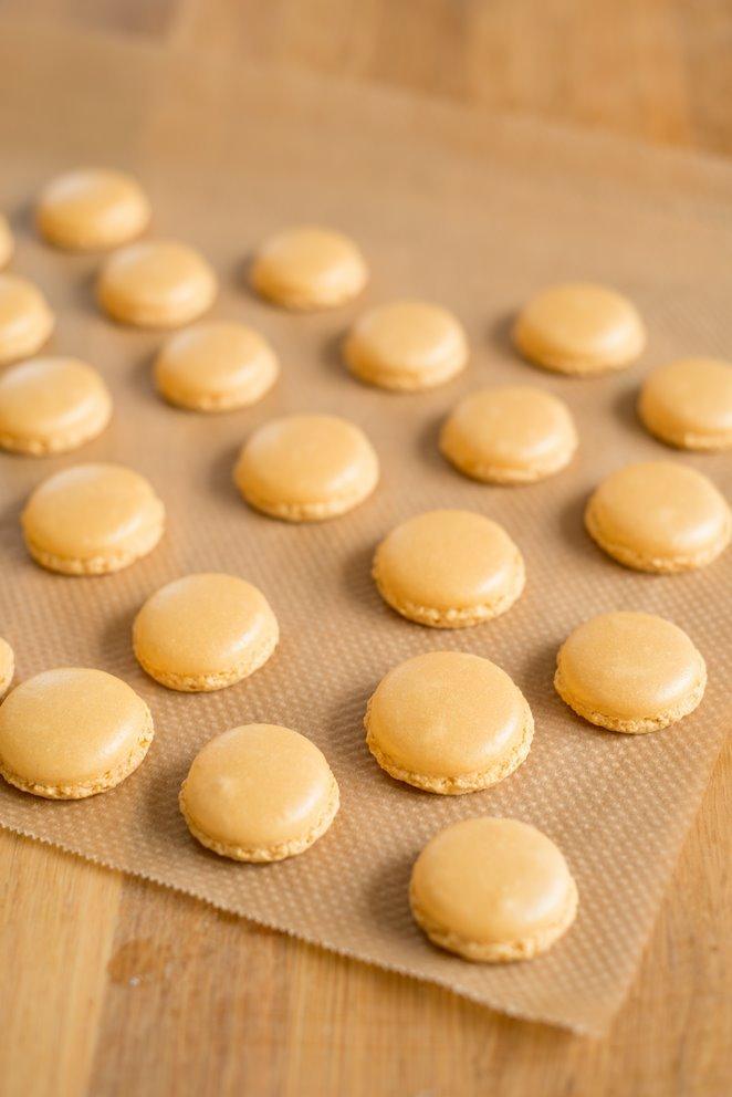 goldene-macarons-mit-nussnougatfullung