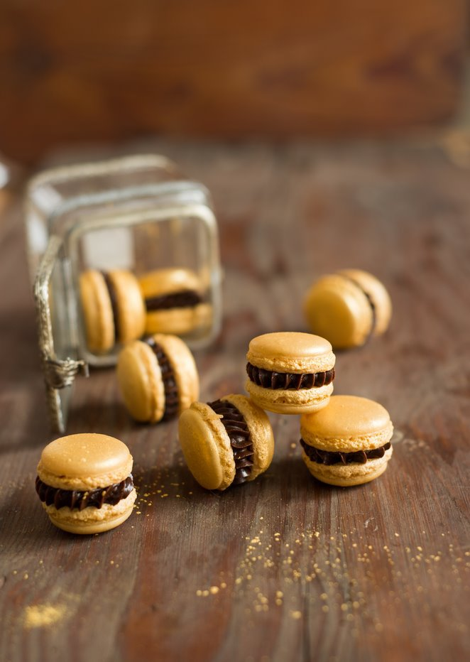 goldene macarons mit nuss nougat f llung rezept franz sisch kochen. Black Bedroom Furniture Sets. Home Design Ideas