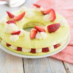 Macarons Kuchen mit Erdbeeren für eine extragroße Portion!