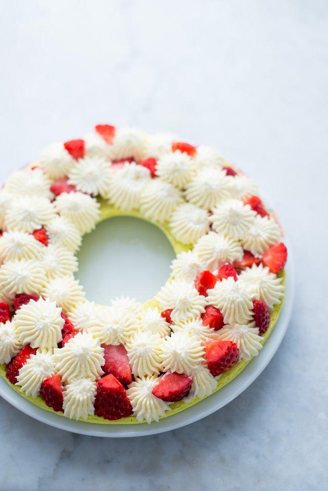 macarons-kuchen-mit-erdbeeren-fur-eine-extragrosse-portion