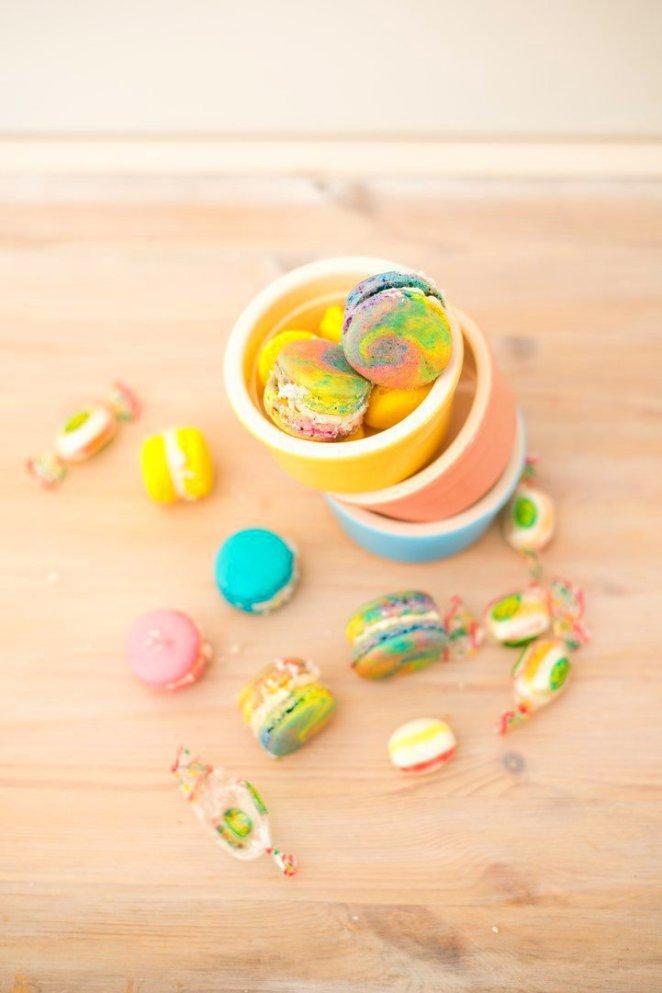 einhorn-macarons-mit-arlequin-bonbons-fullung