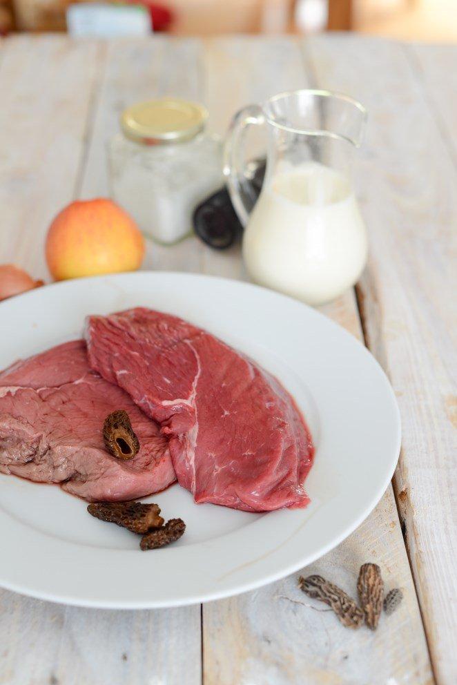 gratin-dauphinois-mit-morcheln--pfeffersteak-mit-sahne-apfeln-und-morcheln-sauce