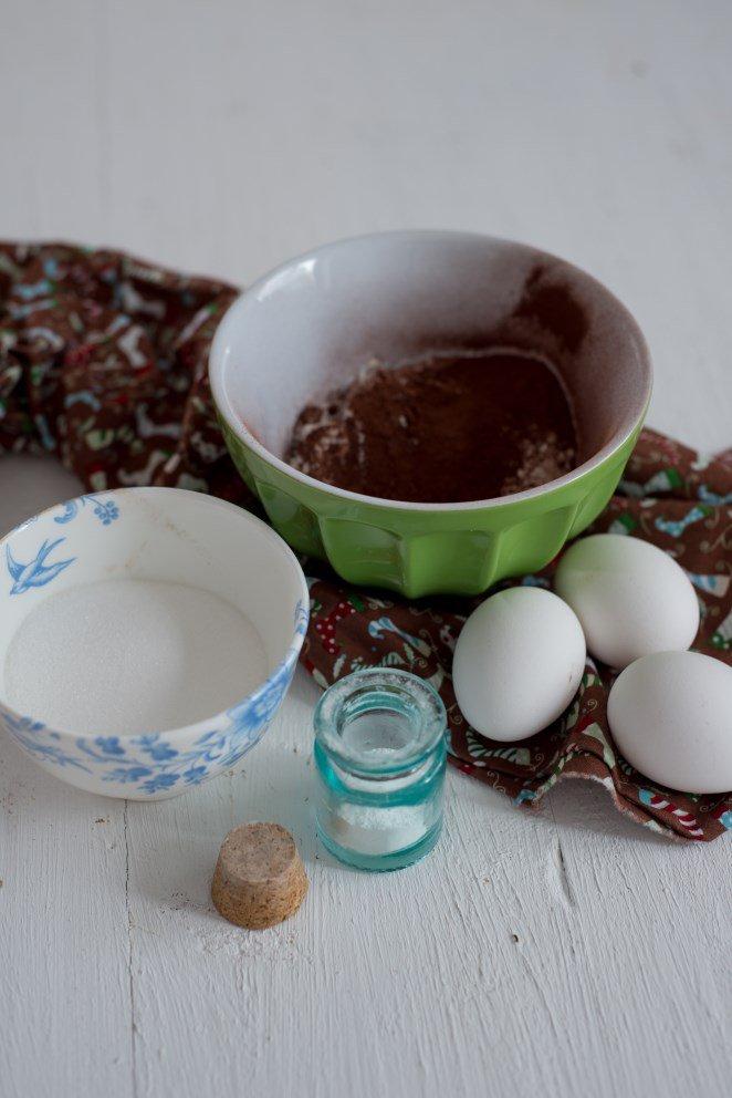 buche-mit-passionsfrucht-zartbitterschokolade-und-einem-pralineherz-buche-chocolatpassion-et-coeur-de-pralin