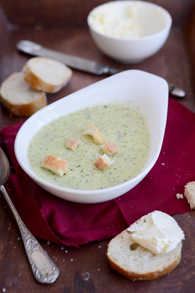 Zucchini-Suppe mit Frischkäse
