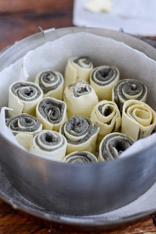 galette-des-rois-rollchen-mit-schwarzer-sesampaste-galette-roules-a-la-pate-de-sesame