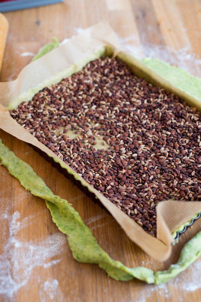 fruhlingsquiche-mit-grunem-spargel-erbsen-und-petersilienboden-quiche-printaniere-aux-asperges-et-petits-pois