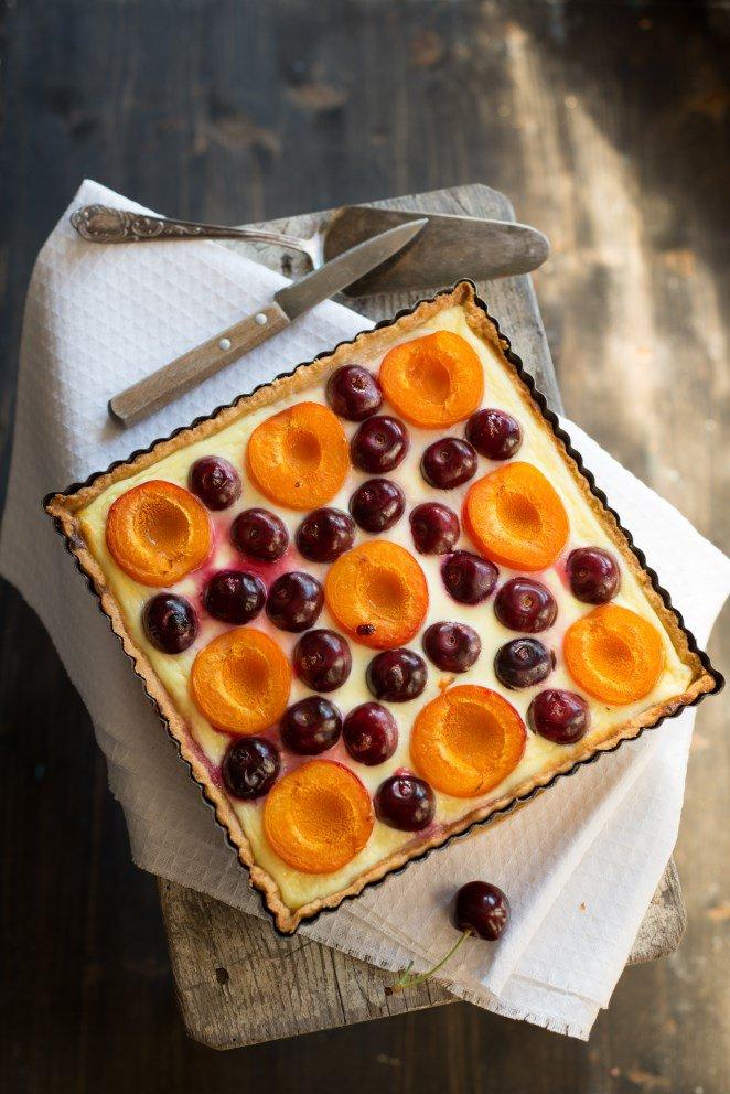 Kirsch-Aprikosen-Tarte (Tarte aux abricots et cerises)