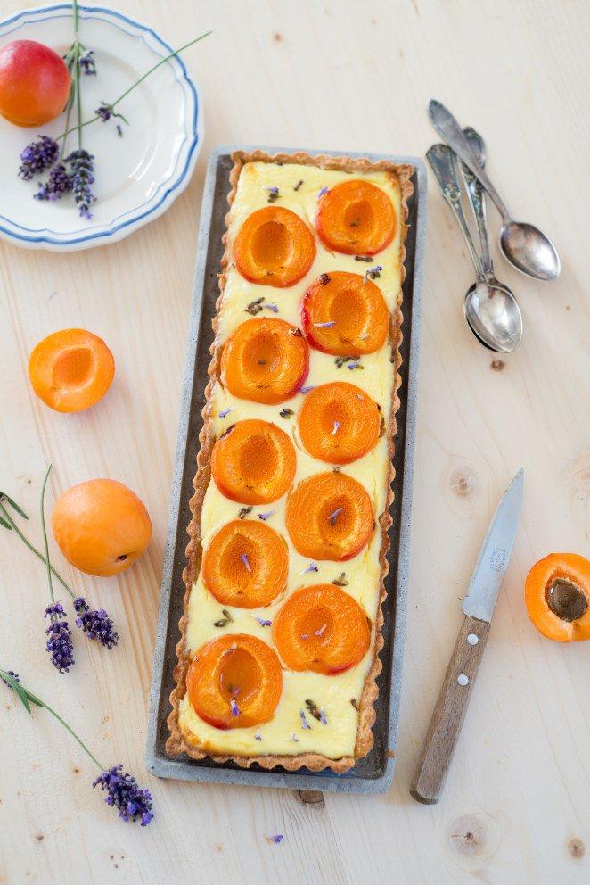 tarte-mit-lavendel-und-aprikosen--tarte-a-la-lavande-et-aux-abricots