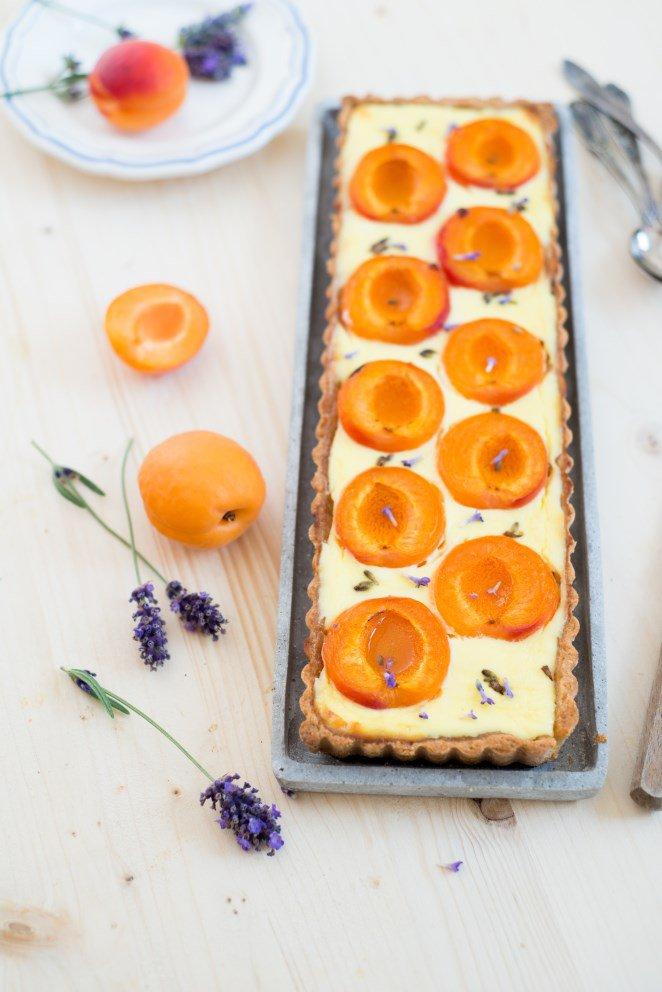 Tarte mit Lavendel und Aprikosen ( Tarte à la lavande et aux abricots)