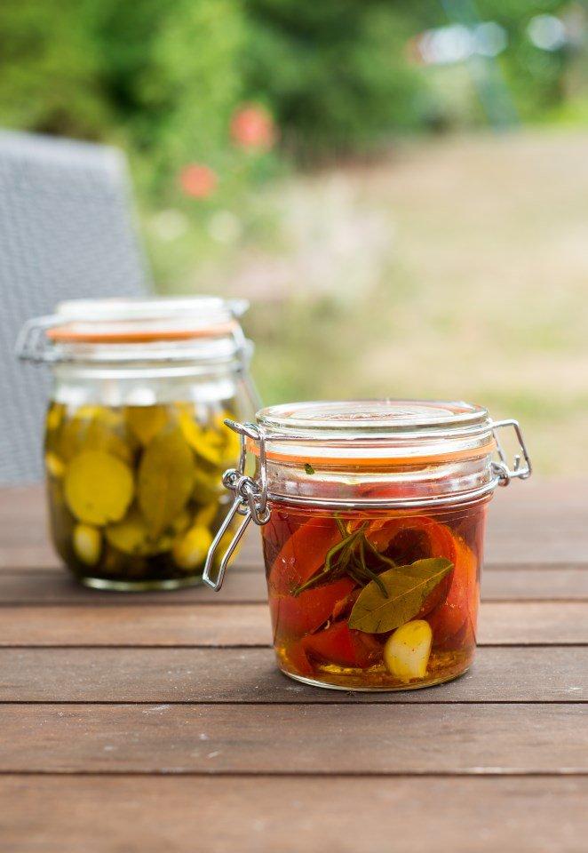 Eingelegte Paprika und Zucchini mit Piment d'Espelette für den Apéritif (Poivrons et courgettes marinés au piment d'Espelette pour l'apéro)