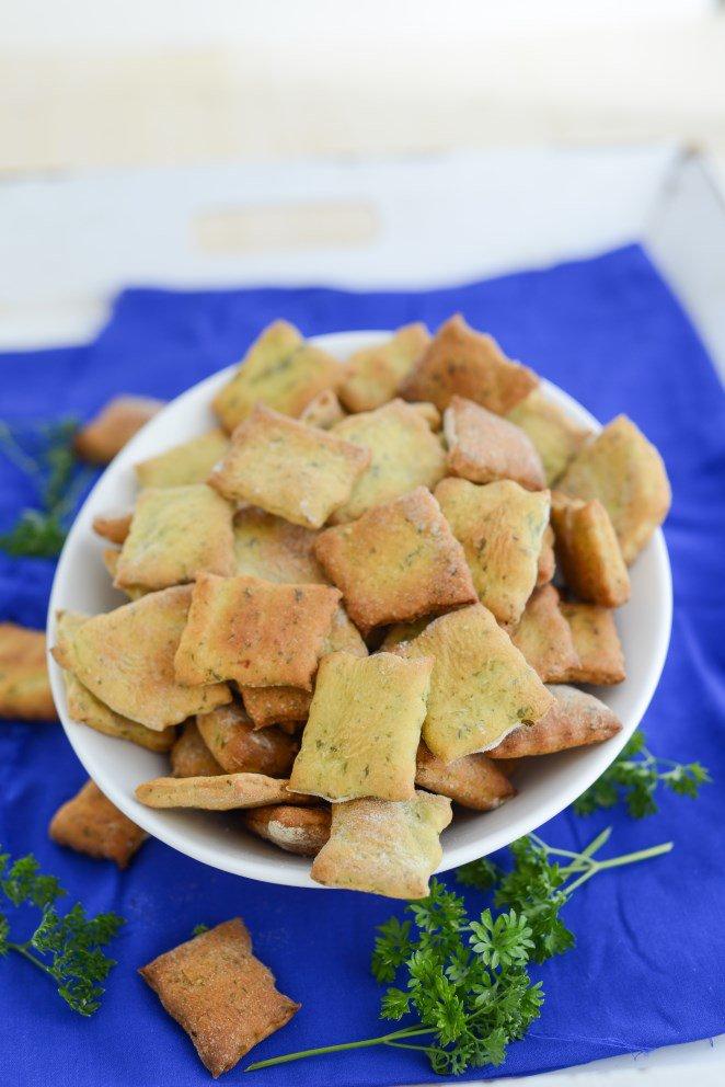 Knabberzeug für den Fernsehabend Teil 1: Crackers mit Petersilie