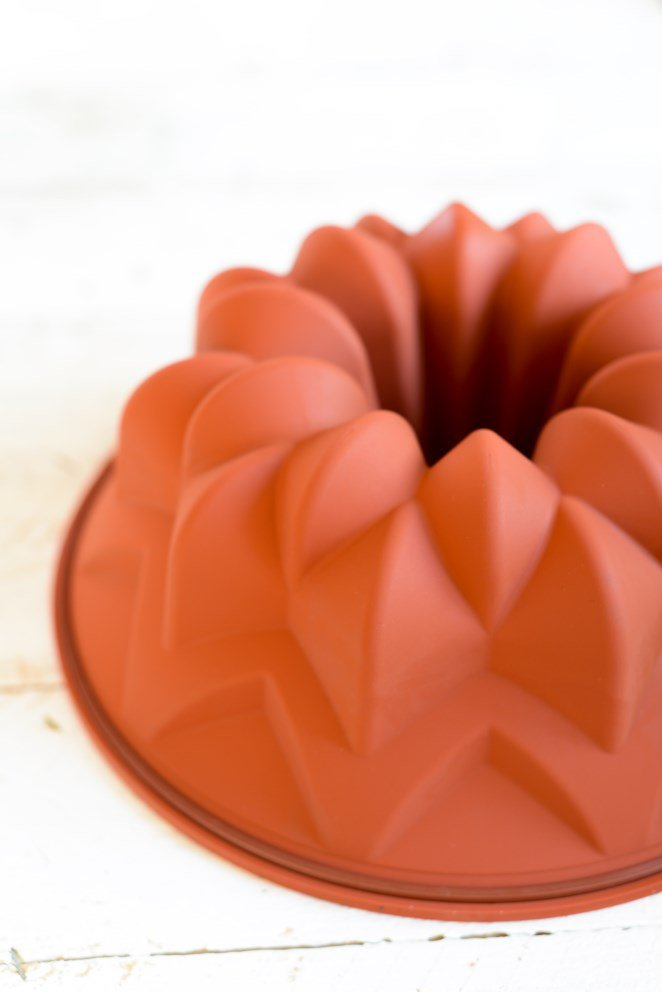 tonkabohnen-kuchen-mit-schokoladenstuckchen--gateau-a-la-tonka-et-morceaux-de-chocolat-