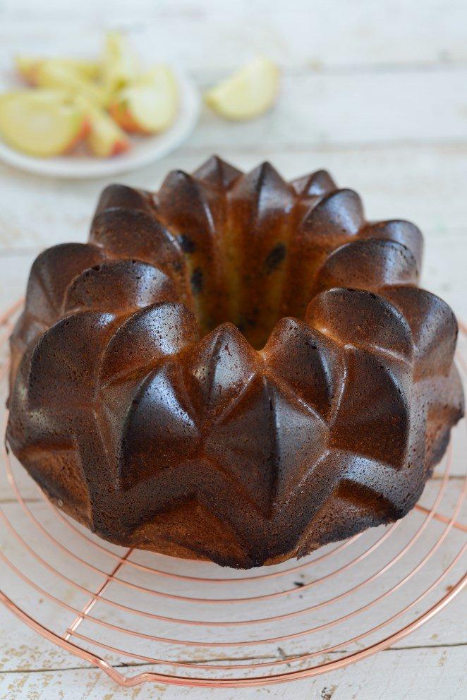 Tonkabohnen Kuchen mit Schokoladen-Stückchen ( Gâteau à la tonka et morceaux de chocolat )