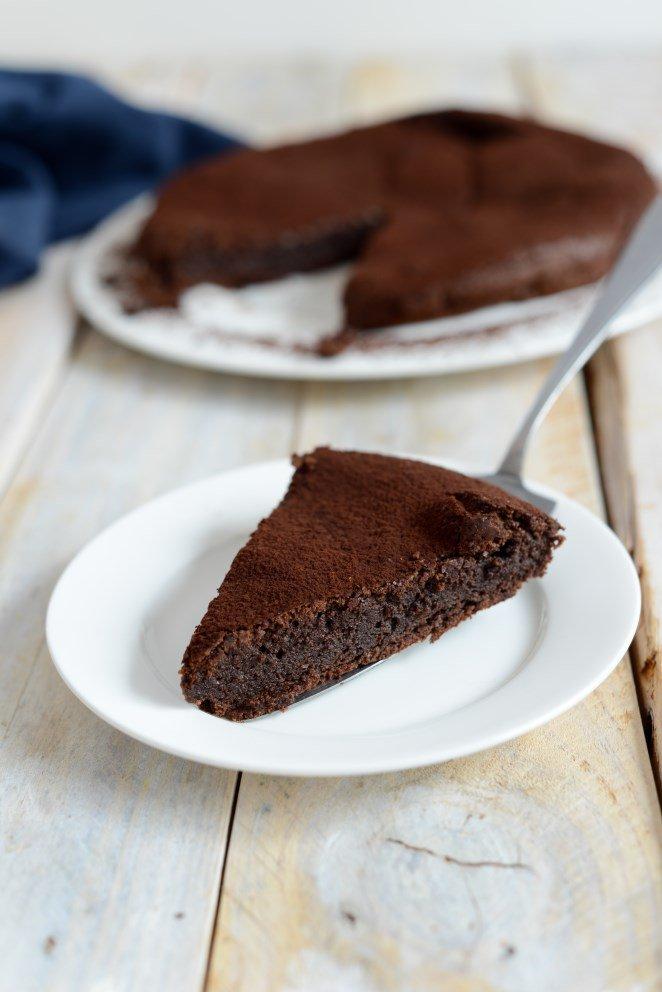 Saftiger Schokoladen-Mandel-Kuchen