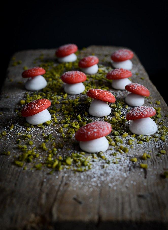 baiser-pilze-weihnachtsdeko-zum-aufessen